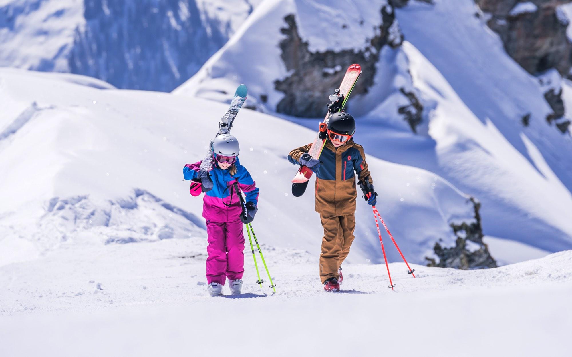 skiing together, avoiding rocks
